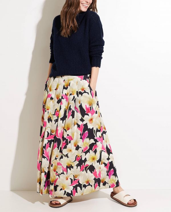 Maxi skirt with floral prints