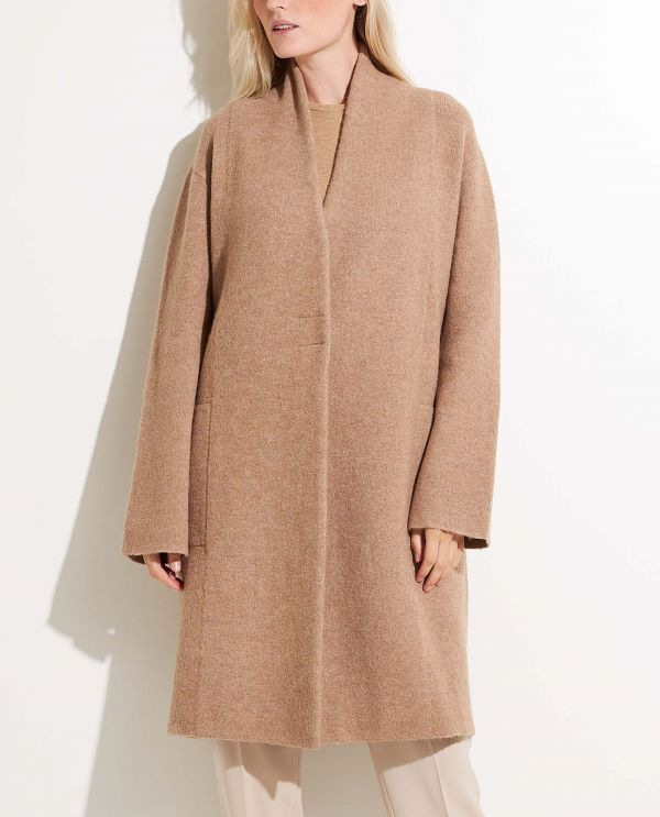 Collarless coat in wool